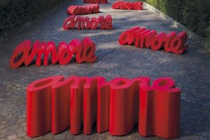 The Amore bench by Slide- The Italian Buzz